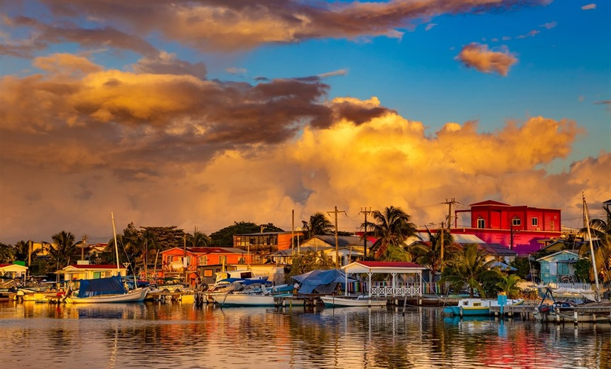 Sunset over San Pedro on Ambergris Caye. © Shutterstock/WitR