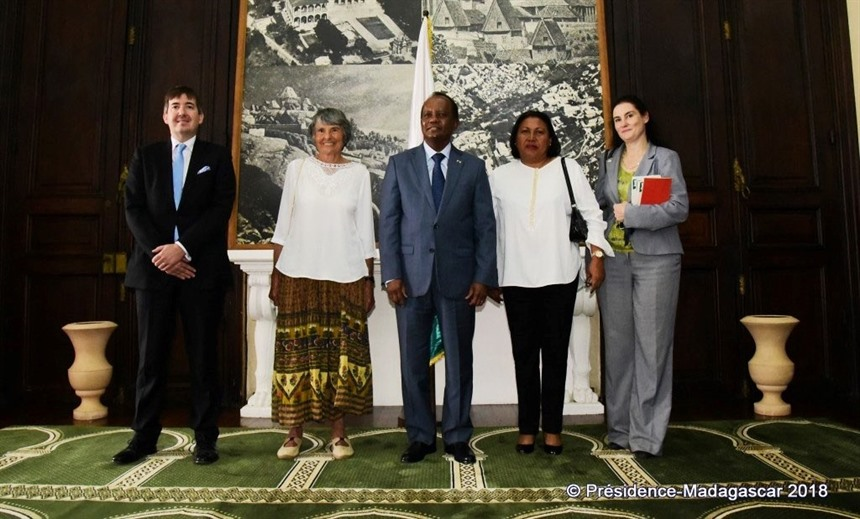 Hilary Bradt poses for a photo after meeting acting president His Excellency Rivo Rakotovao. Hilary Bradt (second from left) at the awards photoshoot. British Ambassador Phil Boyle is on the left and Nivo Ravelojaona second from right.