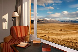 Views to the Patagonian steppe at Eolo