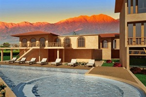 Pool with views of Grace Cafayate