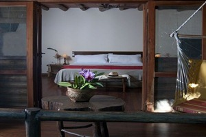 Room with hammock at La Aldea de la Selva