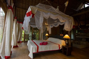 Room at Princesse Bora Lodge