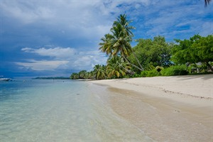 The beach at Princesse Bora Lodge