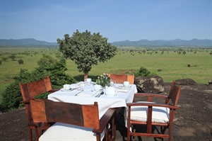 Outside dining at Apoka Lodge