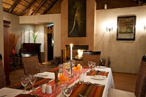 Dining at Amakhala Hlosi Game Lodge