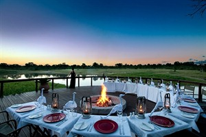 Outdoor dining at Arathusa Safari Lodge