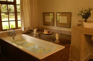 Jatinga Country Lodge Bathroom