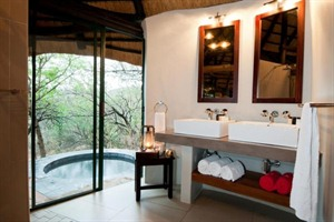 Leopard Mountain Game Lodge Chalet Bathroom