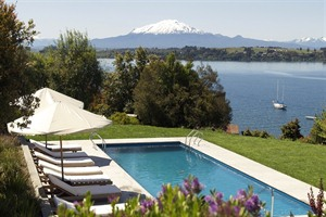Hotel Enjoy (ex Patagonico), Pool overlooking the volcano