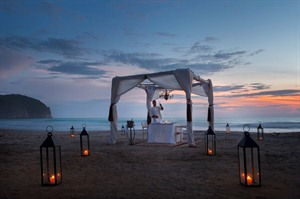 Romantic dinners on the beach