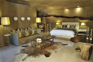 Earth Lodge Suite